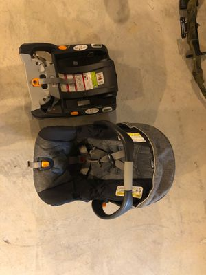 Chico infant car seat + base for Sale in Finleyville, PA