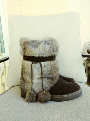 Bearpaw boots women's Bunny fur size 7 1/2 for Sale in Madeira Beach, FL