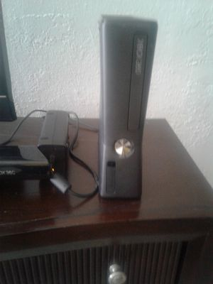 Xbox 360 gaming system for Sale in Saint Petersburg, FL