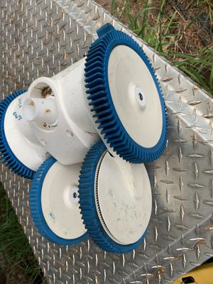 Pool cleaner 4x4 for Sale in Bonney Lake, WA
