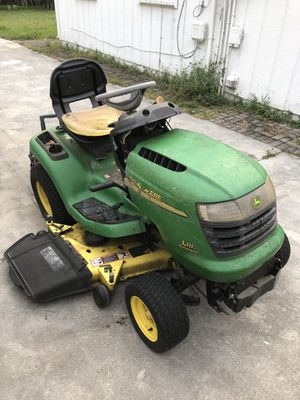 """John Deere 48"""" tractor runs very well. Needs repair in the blade carriage for Sale in West Palm Beach, FL"""