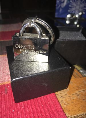 Saks fifth avenue outlet store keyring for Sale in Valley View, OH
