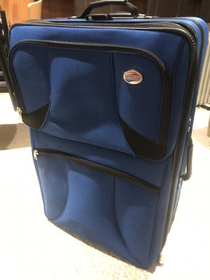 Suitcase for Sale in Middletown, CT
