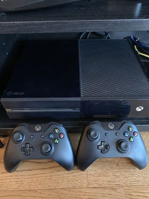 Xbox One w/ 2 Controllers for Sale in Chicago, IL