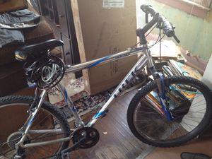 4100 trek mountain bike for Sale in Madison, IL