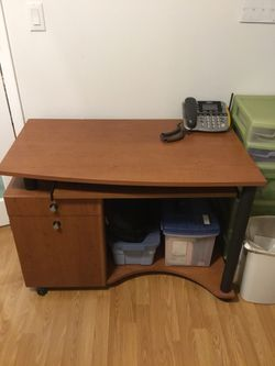 DESK WITH CHAIR for Sale in Hudson,  FL