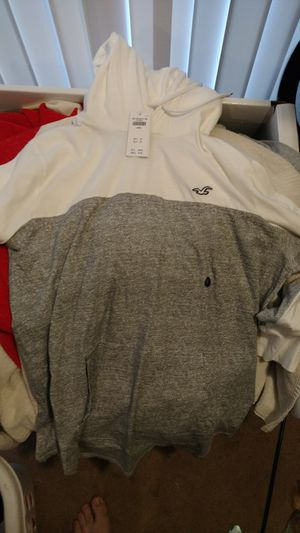 Hollister hooded tee (L) for Sale in Stafford Courthouse, VA
