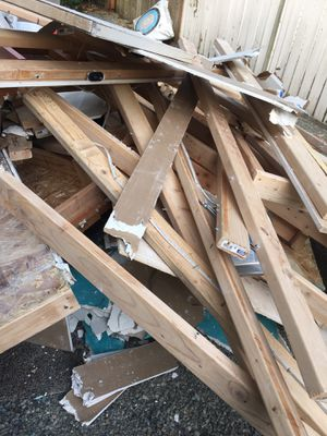 Free scrap lumber for Sale in Lakewood, WA