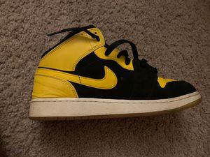 Bumble Jordan 1's SIZE 7 for Sale in Jonesboro, GA