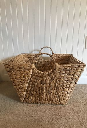 Classic Chic Weaved basket for Sale in Plymouth, MA