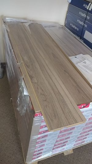 Laminated flooring for clearance for Sale in Chantilly, VA