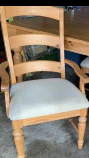 Dining room Table set with 6 chairs. Excellent condition for Sale in Pompano Beach, FL