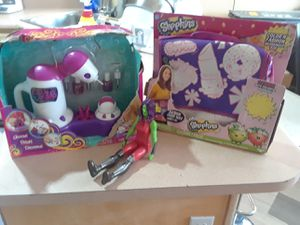 1 action figure, easy nails and shopkins decorate a bag for Sale in Las Vegas, NV