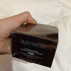 NEW Laura Mercier Translucent Setting Powder for Sale in Fresno, CA