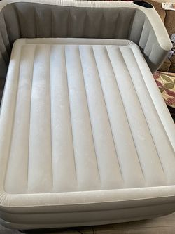Queen Back Rest Air Mattress for Sale in Murrieta,  CA