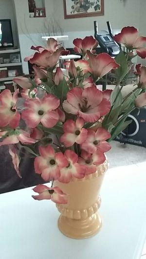 Vintage Goldenrod ceramic vase with artificial silk flowers for Sale in Deltona, FL