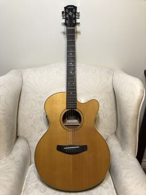 Yamaha Compass Series - Pristine, with amp hookup and hard case for Sale in Los Angeles, CA