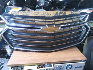2018-2019 CHEVROLET TRAVERSE Front Bumper Grille Chrome With Lower Plastic Grille OEM Used GM18081 for Sale in Wilmington, CA