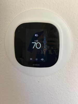 Ecobee3 Smart Thermostat w/ 1 Room Sensor for Sale in Los Angeles, CA