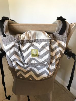 Lille Baby Chevron Print Baby Carrier for Sale in Chuluota, FL