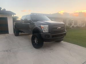 2005 Ford F-350 8ft bed lifted motor 4years old... front conversion for Sale in Miami, FL