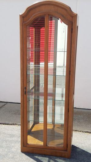 Curio cabinet with light for Sale in Modesto, CA