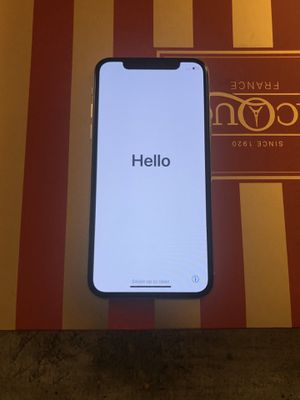iPhone X 256gb unlocked silver for Sale in Fairfax, VA