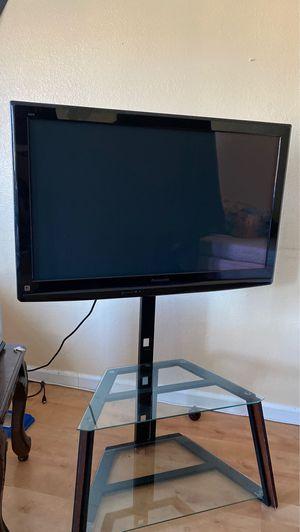 40 inch Panasonic tv whit shelf's for Sale in San Francisco, CA
