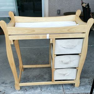 Beautiful Wood Changing Table for Sale in Henderson, NV