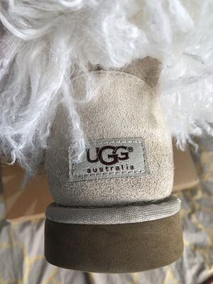 Women UGGS Size 8 for Sale in Forest Heights, MD