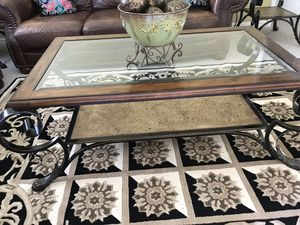 Coffee table 2 end table good condition for Sale in Port Charlotte, FL