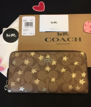 NWT COACH SIGNATURE C KHAKI METALLIC GOLD STARS ACCORDION ZIP AROUND WALLET COACH BOX COACH TISSUE COACH STICKER for Sale in Miami, FL