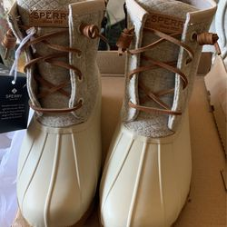 Sperry Boots - Brand new - Size 5.5 for Sale in Los Angeles, CA