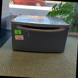 MAYTAG PEDESTALS 15.5 In QL K for Sale in Long Beach,  CA