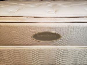 Queen Pillowtop Mattress set box spring bed frame Westin Heavenly Bed Simmons for Sale in Lynnwood, WA