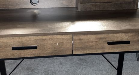 Very Nice Wood/metal Desk for Sale in Happy Valley,  OR