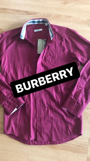 Burberry t shirt for Sale in Los Angeles, CA