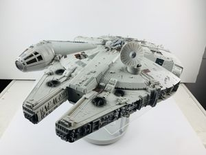 """Hasbro 2004 Star Wars The Original Trilogy Collection Millenium Falcon Lights Up With Lando and Han Solo Figures 3.75"""" Used in Good Condition Been di for Sale in Los Angeles, CA"""
