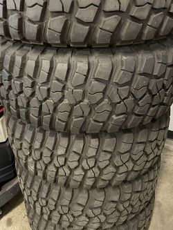 33x12.5r15 - Set Of 5 - Almost New for Sale in Redmond,  WA