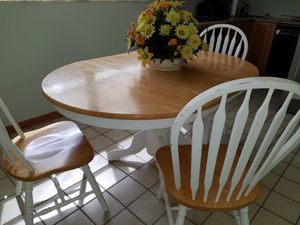 Kitchen table and chairs for Sale in Oakland Park, FL
