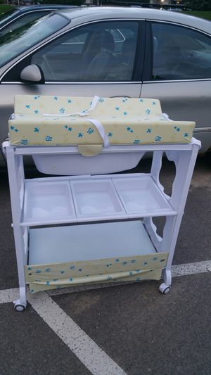 Change table with bath for Sale in Southfield, MI