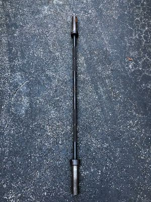 5 FOOT GYM OLYMPIC BARBELL BAR (WEIGHS APPROXIMATELY 31 LBS.) for Sale in Deerfield Beach, FL