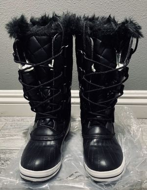 Womens snow rain boots size 8.5 for Sale in San Diego, CA