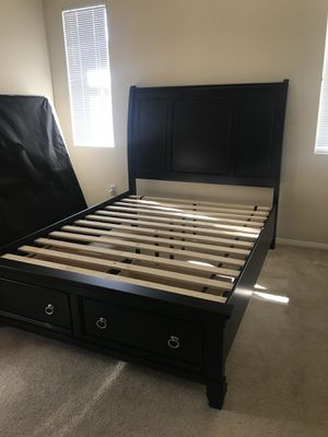 Queen size Wooden bed for Sale in Burbank, CA