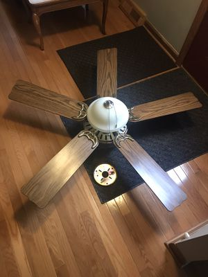 Hunter brand ceiling fan with light LED bulbs for Sale in Midland, MI