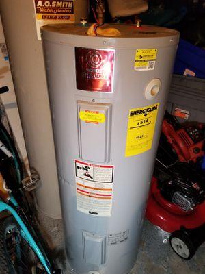 Hot water heater for Sale in Auburndale, FL