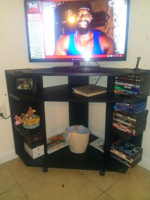 32inch flat screen Element TV, stand included for Sale in Springfield, VA