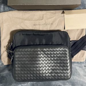Bottega Veneta Messenger Bag for men for Sale in Beverly Hills, CA