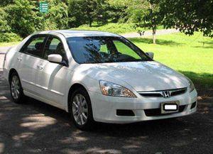 2005 Honda Accord EX-L White for Sale in Wichita, KS
