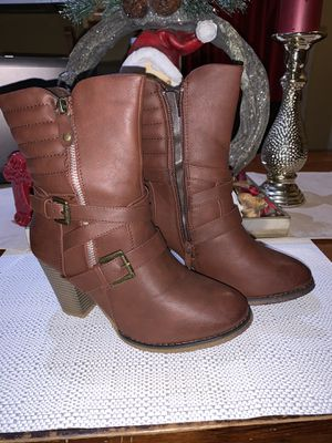 Brown heel size 8 for Sale in Lynwood, CA